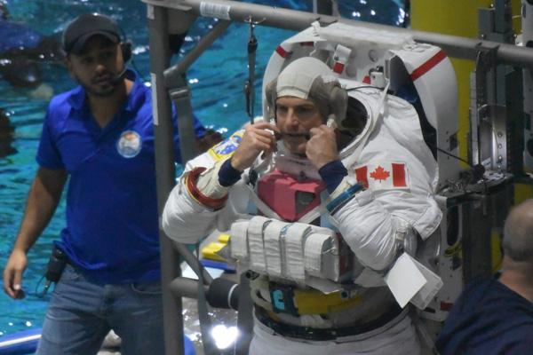 Neutral buoyancy in micro gravity at NASA