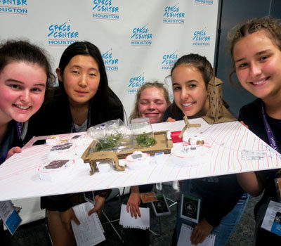 students-build-habitat