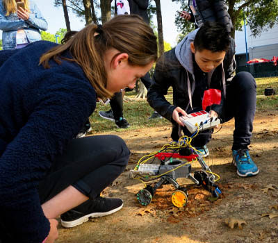 students-build-robot